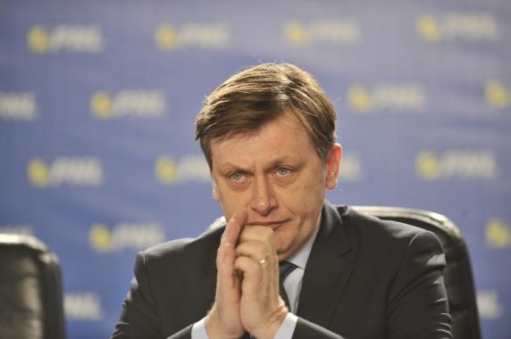 Ce a anuntat Crin Antonescu despre şefia PNL