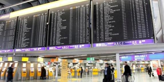 Cel puţin 6 răniţi în urma unui atac cu gaze lacrimogene la aeroportul din Frankfurt