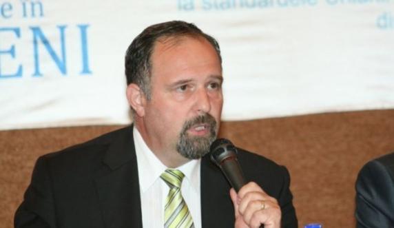 CFR Călători se dă la Litră! Iosif Szenteş a pus un condamnat pentru luare de mită să reorganizeze compania
