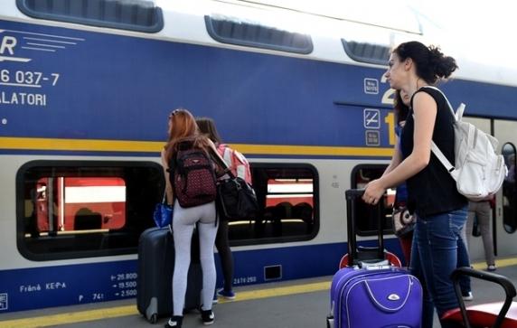 CFR Călători introduce trenuri speciale pentru VACANȚĂ. Revin Trenurile Soarelui