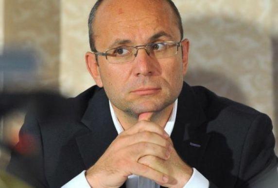 """Cozmin Gușă: """"Cine l-a împins pe Iohannis să dea guvernul jos acum?"""""""