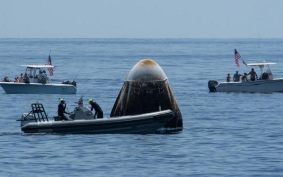 Crew Dragon, capsula SpaceX cu doi astronauţi americani la bord, a amerizat duminică în Golful Mexic