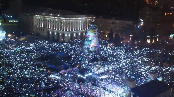 Davai Ceas, Davai Palton, Davai si Telefon! Uimitoarele asemanari intre protestele din Piata Victoriei si EuroMaidan