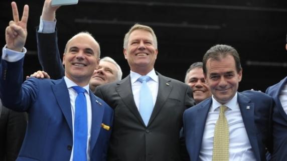 De ce ar vrea de fapt Iohannis ca motiunea sa treaca. Presedintele vs grupul baronilor liberali ai lui Orban