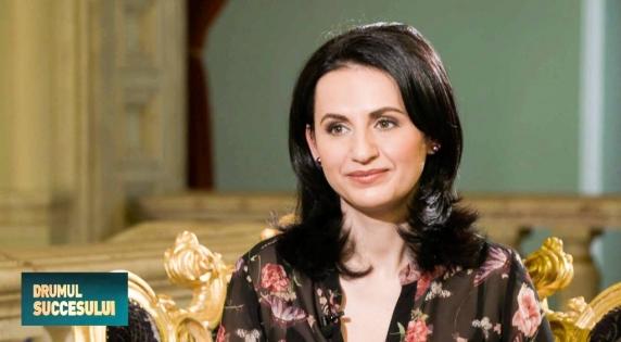 De ce vedeta TVR, Ema Pendiuc, a fost condamnata la 5 ani de inchisoare pentru coruptie in dosarul tatalui sau, Tudor Pendiuc