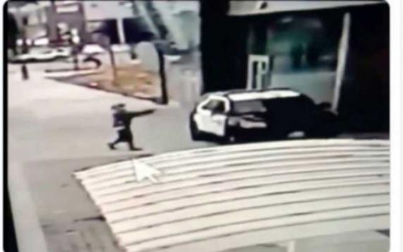 Doi poliţişti din Los Angeles, împuşcaţi în maşina lor de patrulare. Preşedintele Trump reacţioneză