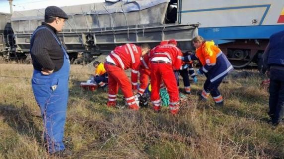 Două locomotive s-au ciocnit frontal in Tg Jiu, o persoană a murit