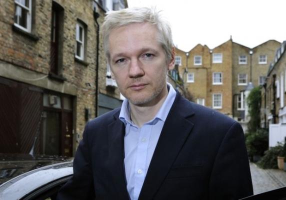Ecuadorul i-a tăiat accesul la internet lui Assange, după ce a publicat documente incendiare despre candidatii alegerilor din SUA