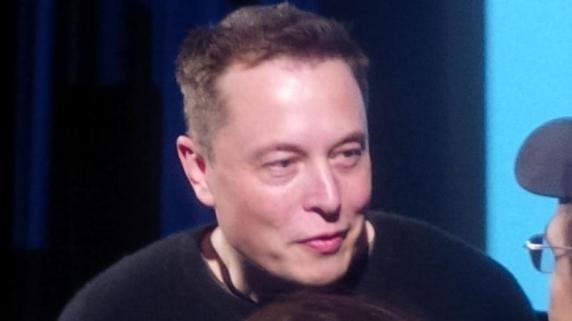 """Elon Musk: """"Dorm circa 6 ore pe noapte. Am încercat mai puțin, dar productivitatea scade"""""""