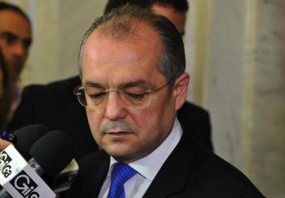 Emil Boc audiat 5 ore la DIICOT: Am o relatie de respect profesional si institutional cu domnul profesor Lucan