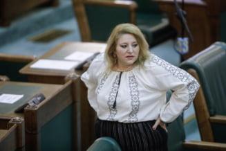 """Excluderea Dianei Sosoaca din AUR in baza unei declaratii: """"Vaccinul Pfizer distruge matricea poporului roman. Omorati Romania vaccinand femeile!"""""""