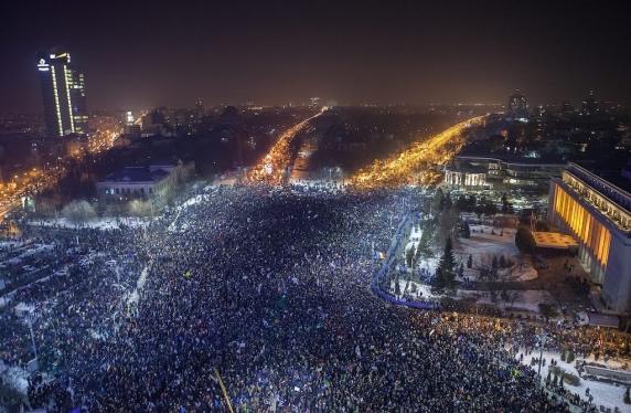 Experimentul România. Statele se distrug din interior, razboaiele se poarta inregimentand soldati-protestatari si trupe #resist