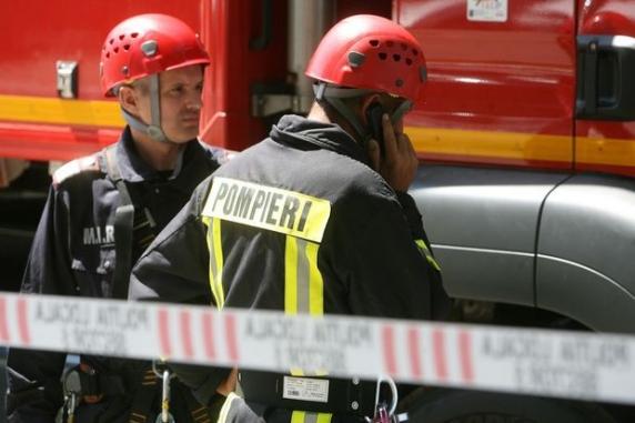 Explozie într-un bloc din Drobeta Turnu Severin. Două persoane, rănite