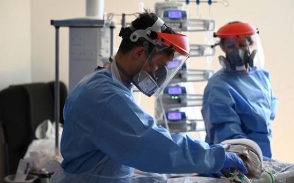 Fauci sfatuieste americanii să poarte şi ochelari sau viziere pentru a se proteja de coronavirus