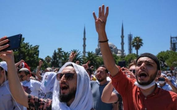 Flacăra urii, reaprinsă între Turcia şi Grecia. Tensiuni în jurul Sfintei Sofia şi în Mediterana