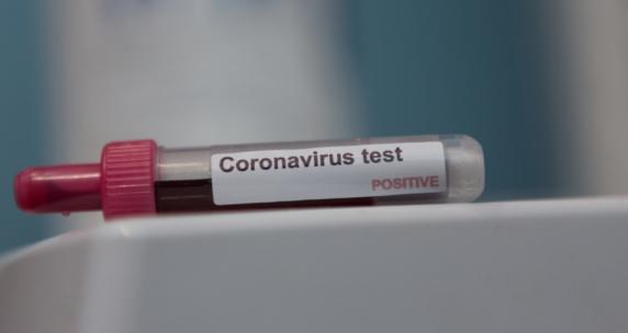 Fostul ofiter MAI care a infectat zeci de persoane cu COVID-19 a fost externat