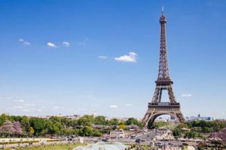 """Francezii schimba culoarea Turnului Eiffel dupa 50 de ani. Unii o considera """"o erezie""""!"""