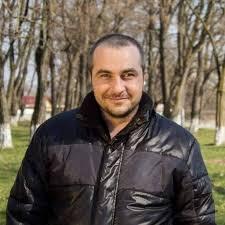 Fratele unuia din electricienii uciși la Onești susține că poliția l-a împușcat. Medicii nu pot face autopsia motivand că avea COVID-19