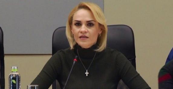 Gabriela Firea dă ultimatum pe ambrozie! Proprietarii de terenuri vor lua amenzi de până la 20.000 de lei