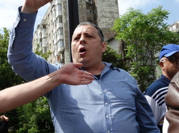 Golanul Stefan Florescu de la PMP, omul lui Basescu, injura porcos colegii si conducerea partidului. El ar urma sa intre deputat in locul lui Tomac AUDIO