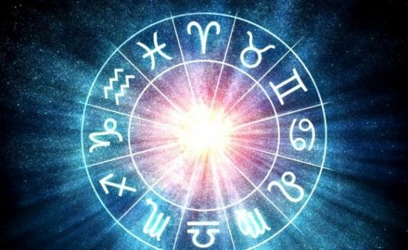 Horoscop zilnic: Horoscopul zilei de 22 aprilie 2019. Sagetatorii sunt optimisti si energici