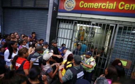 Inca o aberatie a guvernului din Venezuela in plina criza a produselor alimentare: Producatorii vor fi obligati sa-si predea productia magazinelor de stat