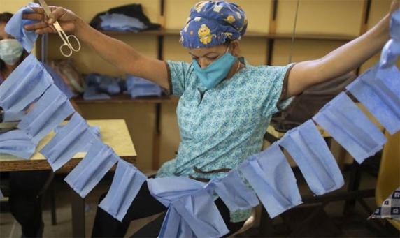 Inca un tun financiar pe timp de pandemie: 100 de milioane de măşti, fără licitaţie