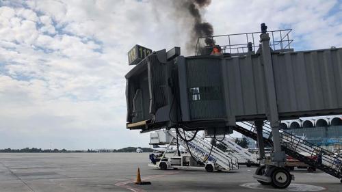Incendiu la unul din terminalele Aeroportului Internațional Otopeni VIDEO