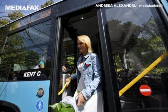 Incredibil cum justifică Gabriela Firea că nu a cumpărat autobuze din România: dă vina pe lege ca nu favorizează firmele romanesti!