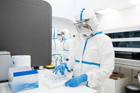 Industria testelor Covid ajunge in acest an la incasari de 1 miliard de euro in România