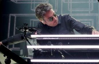 """Jean-Michel Jarre va lansa un album """"infinit"""": Piesele se vor rearanja automat"""