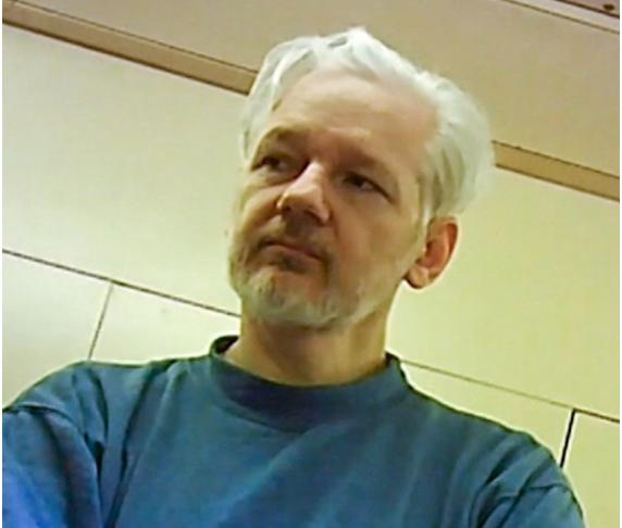Julian Assange scapa de ancheta de abuz sexual din Suedia
