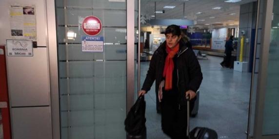 """Kovesi cere despăgubiri după ce zborul din Belgia a avut peste 20 de ore întârziere: """"Erau şi două persoane cu cârje"""""""