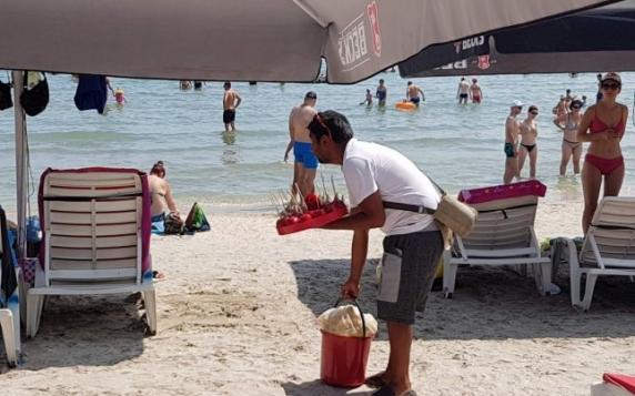 Lunea şi joia erau zile de şpagă pentru şeful Poliţiei Eforie ca să asigure protecţia comerţului de pe plajă