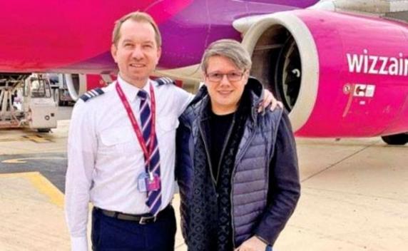 Mihai Sturzu s-a lasat de muzica si de politica si s-a facut pilot! Fuego a crezut ca e o gluma