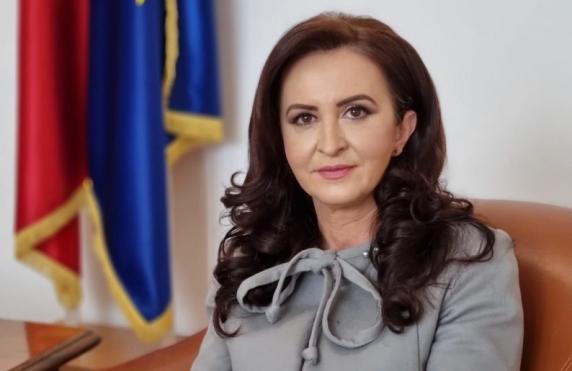 """Natalia Intotero anunță Apocalipsa la Mintia și CFR Marfă: """"De ce vreți să vindeți România?!"""""""