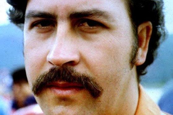 """Nepotul lui Pablo Escobar a găsit 18 milioane de dolari ascunşi în peretele unuia dintre apartamentele """"Regelui Cocainei"""""""