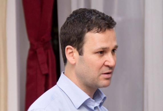 O companie a Primariei Sectorului 3 ii plateste 250.000 de euro unei firme detinute de parintii primarului Robert Negoita