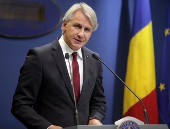 """O nouă explicație a lui Teodorovici după declarațiile privind limitarea permisului de lucru în UE: """"Român pur sânge și atât"""""""