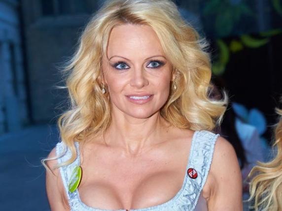 Pamela Anderson, dezvăluiri despre relaţia ei intimă cu Vladimir Putin