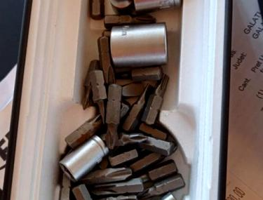 Pensionara care a primit șuruburi în loc de un telefon de 6.700 de lei a primit un smartphone din partea magazinului