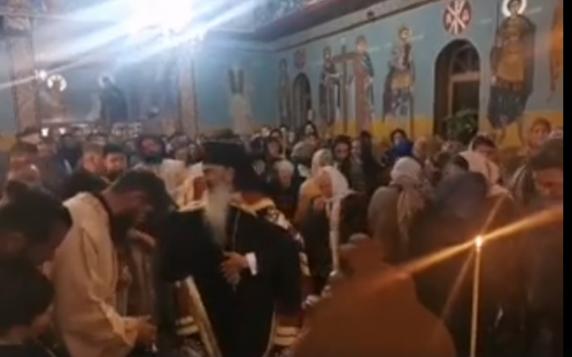 Preot din Suceava, amendat pentru slujba oficiată împreună cu ÎPS Teodosie, fără măşti şi distanţare
