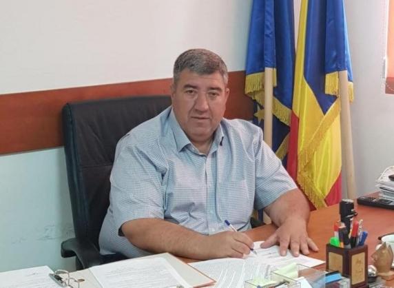 Primarul din Ștefăneștii de Jos (Ilfov) și alte trei persoane, acuzate că ar fi violat o fată care avea 12 ani. Ea a rămas însărcinată și a născut la 13 ani