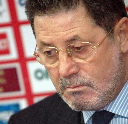 """Prostia la putere! Gabriela Firea vrea să-i acorde titlul de cetățean de onoare lui Cornel Dinu, """"fost antrenor principal la Steaua Bucureşti"""""""