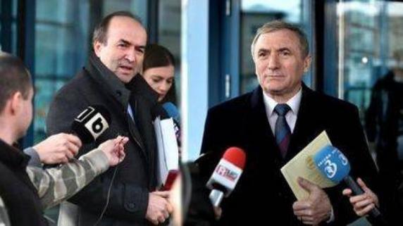 Războiul dintre Augustin Lazăr și Tudorel Toader se mută în instanță. Începe procesul la Alba Iulia