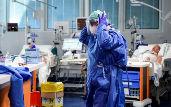 Recordurile negative se ţin lanţ. 1.309 noi îmbolnăviri şi 41 de decese în ultimele 24 de ore, ca urmare a infectării cu noul coronavirus. 464 de pacienţi sunt la ATI