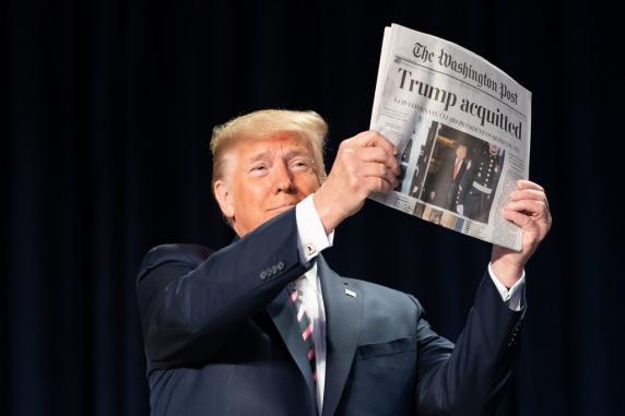 Salvat de la destituire, Trump se razbuna si demite martorii-cheie. Un colonel a fost dat afara sub paza din Casa Alba