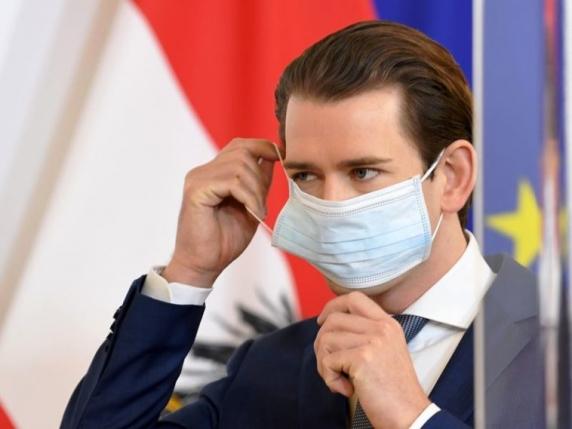 """Scandalul măștilor falsificate îl lovește pe cancelarul austriac Kurz: Firma sa de casă a vândut """"Made in China"""" pe post de """"Made in Austria"""""""