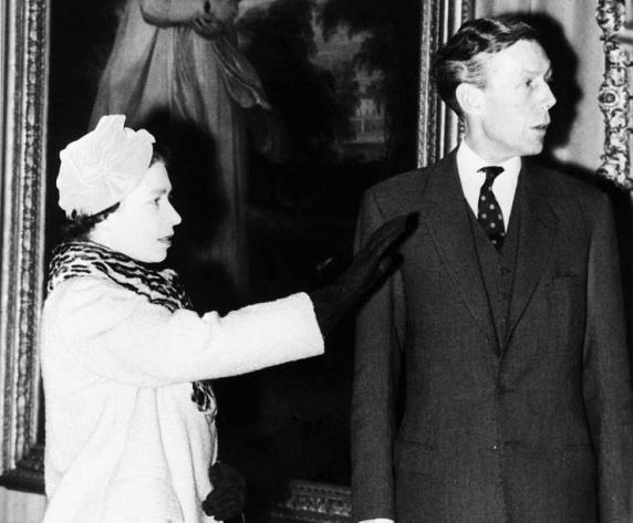 Secretele Reginei Elisabeta a II-a ajunse pe mâna unui agent KGB sunt folosite de Rusia impotriva Casei de Windsor