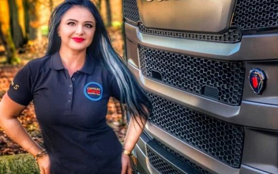 """Sexy-şoferiţa de TIR despre """"patrioţii"""" din diaspora: """"Ne sfâşiem între noi spre satisfacţia celor care ne vor dezbinaţi"""""""